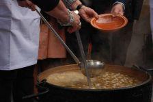 Festa de Santa Llúcia, repartiment de l'escudella de Santa Llúcia